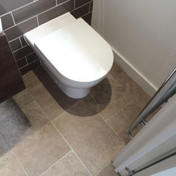 Finished bathroom in vinyl tile