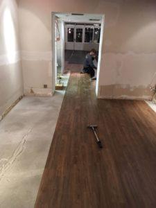 installing vinyl tile
